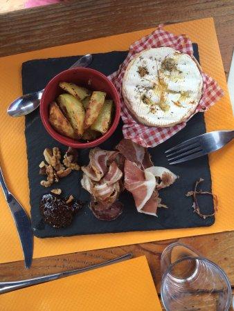 L'Alpage Restaurant: Assiette Camembert et charcuteries