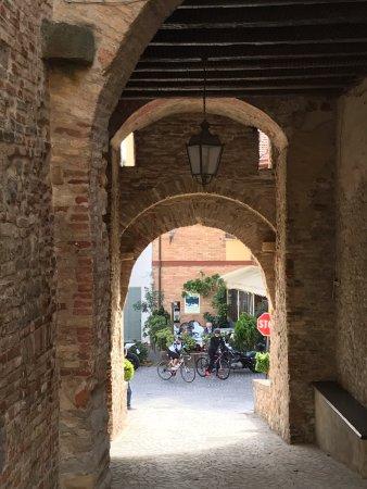 Fiorenzuola di Focara, Ιταλία: L'ingresso al borgo