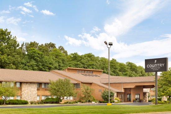 Country Inn & Suites by Radisson, Mishawaka, IN:  Newly renovated exterior