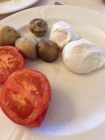 Frankby, UK: A rather desultory breakfast offering...