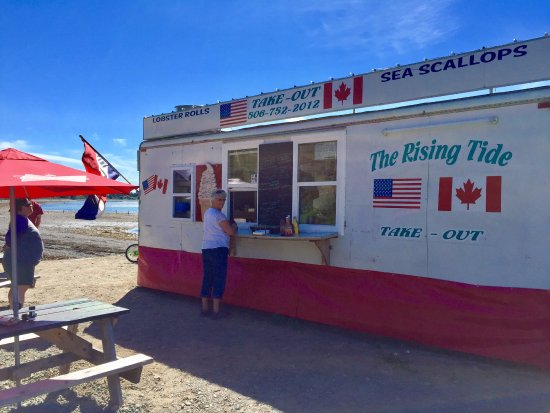 Welshpool, Canada: Ordering lunch at The Rising Tide
