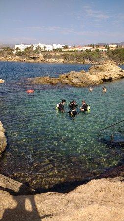 Marine Divers: Just in the water going through the safety drills with Kev