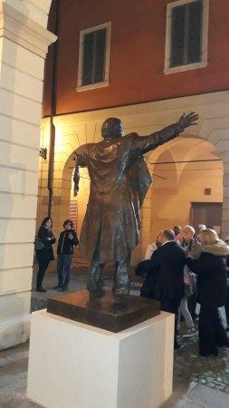 Monumento a Luciano Pavarotti