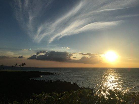 Halii Kai Resort at Waikoloa Beach: Sunsets every night from the pool area.