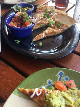 Halii Kai Resort at Waikoloa Beach: Yummy quesadillas at poolside-not spicy enough though.