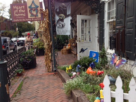 New Hope & Ivyland Railroad: Some of the shops