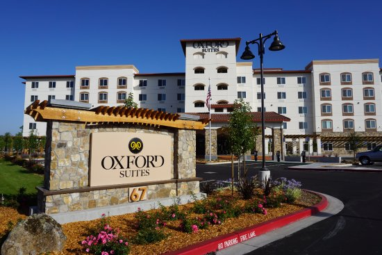 With non-smoking suites and our on-site restaurant, the Oxford Suites Silverdale is your home away from home. Silverdale's prime location on the Puget Sound is close to shopping, award-winning golf courses and the luxuries of nearby Seattle.