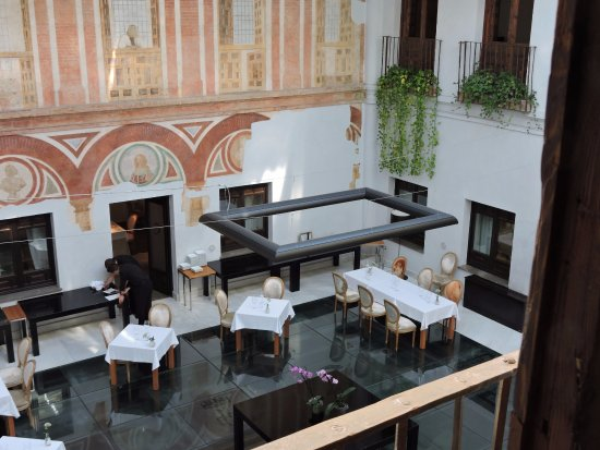 Hospes Palacio del Bailio: Dining room, with 17th century wall art, and a glass floor over Roman ruins