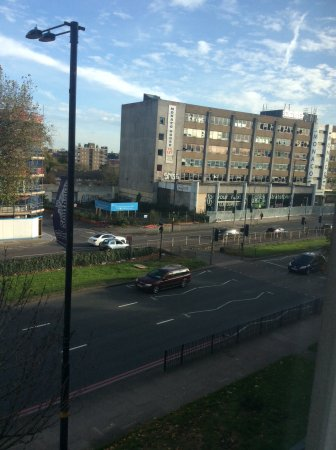 Hotel ibis budget Birmingham Centre: Noisy Bristol street with view