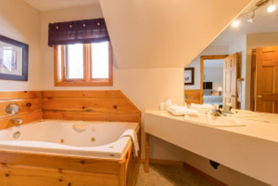 Calabogie, Canada: One of our Master Baths