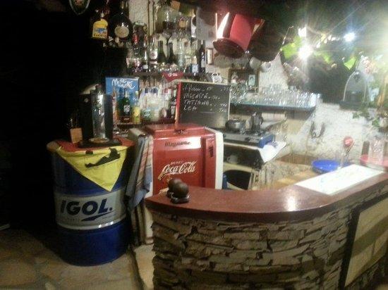 Puyloubier, França: Angolo Bar
