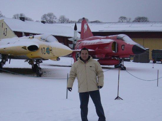 The Swedish Air Force Museum: Esta es una vista desde la parte exterior, algunas de las aeronaves que puedes ver.