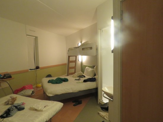 Hotel ibis budget Manchester Centre Pollard Street: excuse the mess haha! the toilet is on it's own and the shower is IN the room but we were fine w