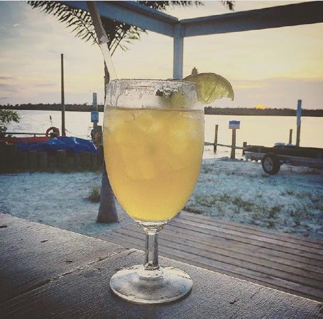 Marsh Harbour, Great Abaco Island: Sunset Happy Hour