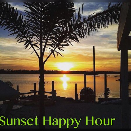 Marsh Harbour, Isla de Gran Ábaco: Stay for Sunset Happy Hour Drink Specials