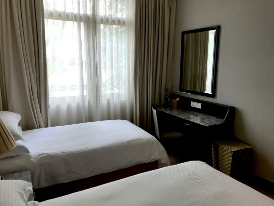 Treetops Executive Residences Singapore: Dressing Table in 2nd Bedroom