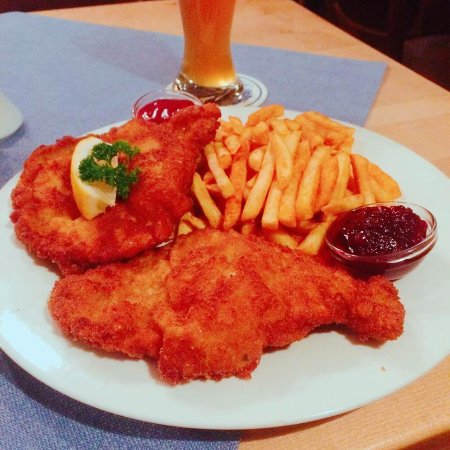 Amerang, Deutschland: schnitzels with fried potato