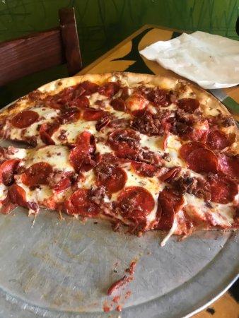 Bazbeaux Pizza: photo0.jpg