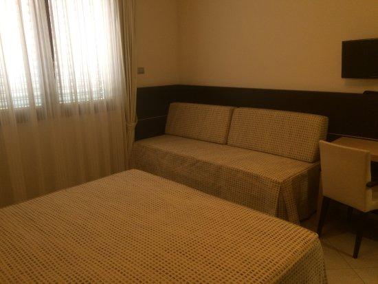 Tweepersoons Bank Bed.Het Tweepersoons Bed In De Kamer Picture Of Green Garden Resort
