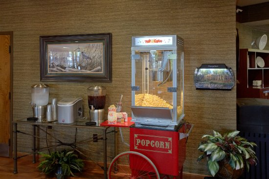 The Inn On The River: Country Sweet Tea/Ice Water & Evening Popcorn Station