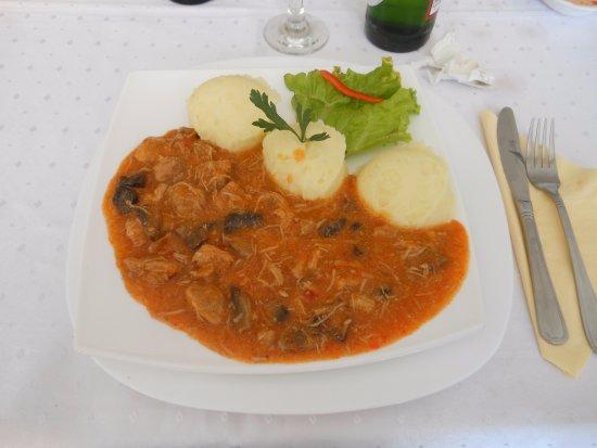 Targu Jiu, Romania: Maiale alla paprica con purè