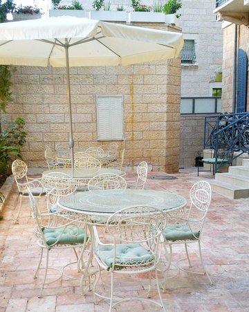 Arcadia Ba'Moshava Jerusalem : Lovely courtyard