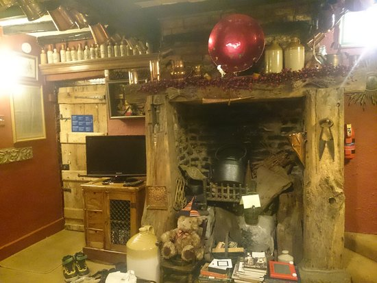 Wizards Thatch at Alderley Edge: The common room TV corner surrounded by amazing decoration.