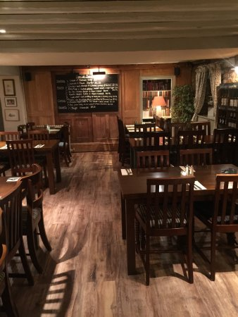 Eynsham, UK: Paul(who runs Talbot Inn) and this little haven called Talbot Inn ...