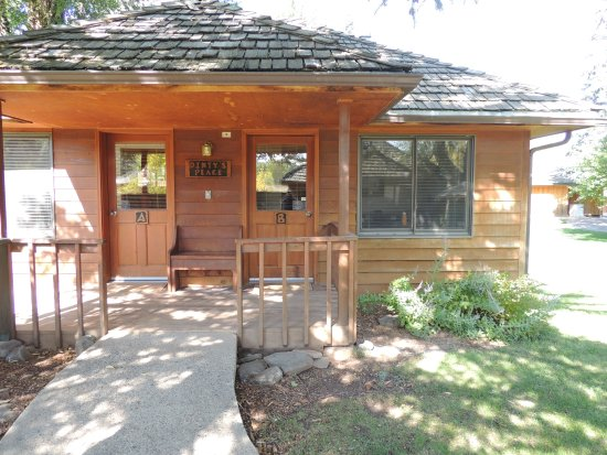 Sylvan Dale Guest Ranch: Cute cabins to stay in.