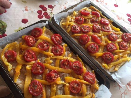 Trebes, Frankrike: Roasted tomato, yellow pepper, carmelized onion tart - YUM!