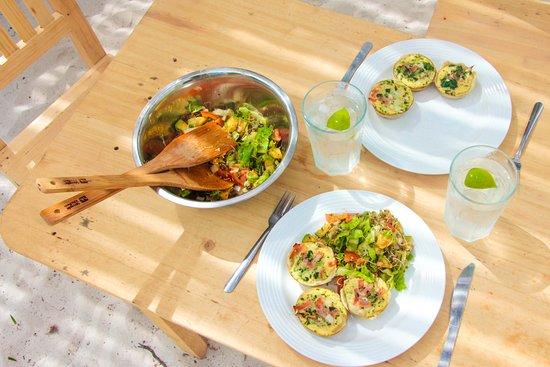 El Cuyo, Mexique : Mini quiches and fresh garden salad with avocado