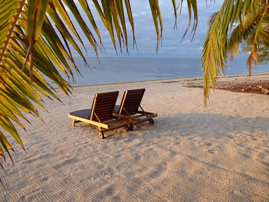 Etu Moana: Beach chairs in front on Villa #1