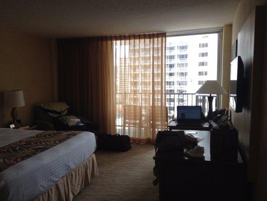 Waikiki Resort Hotel: Balcony for 2