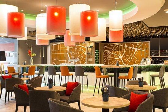 Holiday Inn Munich - City Centre: Isar3 Bar, Cafe and Restaurant