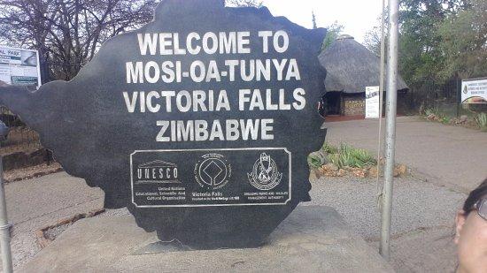 Mosi-oa-Tunya / Victoria Falls National Park : Entrance to the park