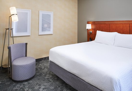 Mendota Heights, MN: King Suite Sleeping Area