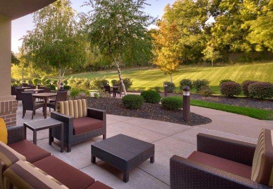 Shawnee, KS: Outdoor Patio