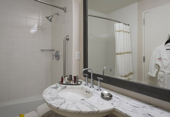 Westlake, TX: Concierge Guest Bathroom