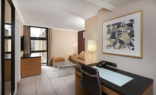 Hilton London Kensington: Work Desk