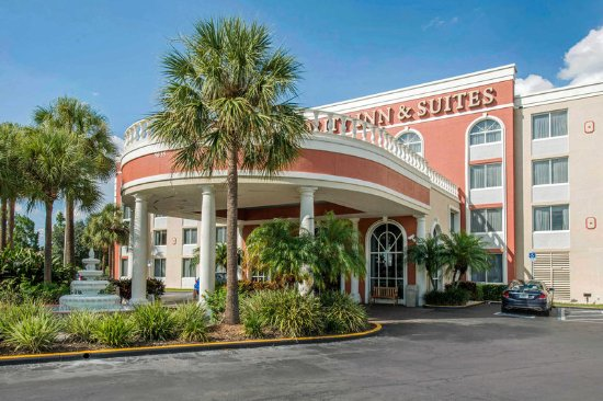Quality Inn & Suites : Hotel exterior