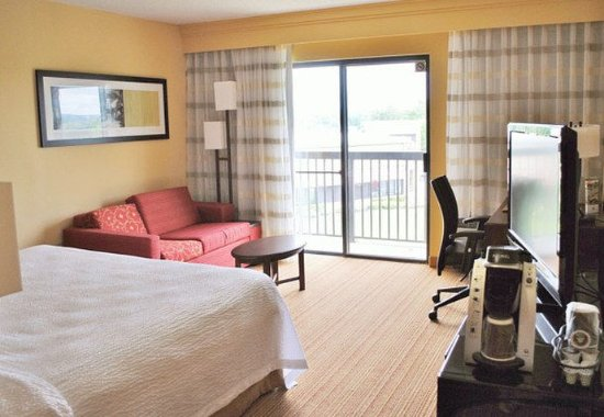 Manchester, CT: Executive King Guest Room