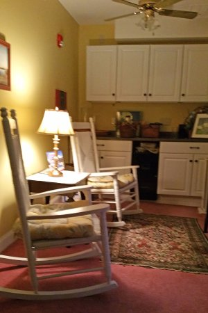 Intervale, NH: There were several small public rooms in the inn