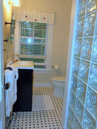 Riverside Inn Bed and Breakfast: A towel warmer!