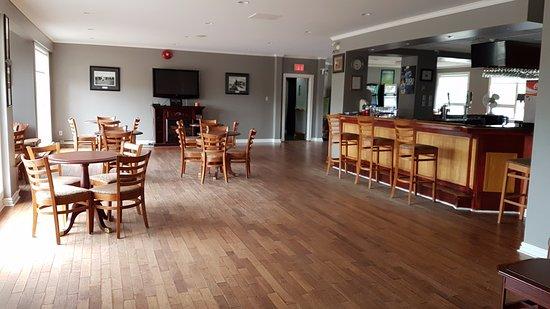Holyrood, Kanada: Bar/Lounge behind lobby