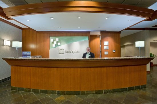 Holiday Inn Vancouver Airport: Front Desk