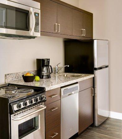 Aberdeen, SD: Suite Kitchen