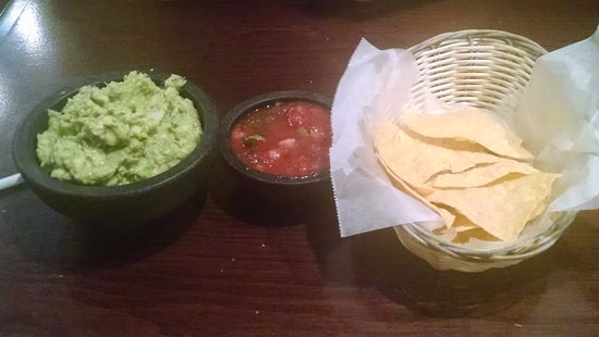 Fond du Lac, WI: Homemade chips, and salsa/guacamole made fresh tableside!