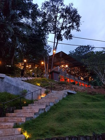 Alighted at the carpark of Lae Lay Grill, and had to climb up flights of steps to the restaurant