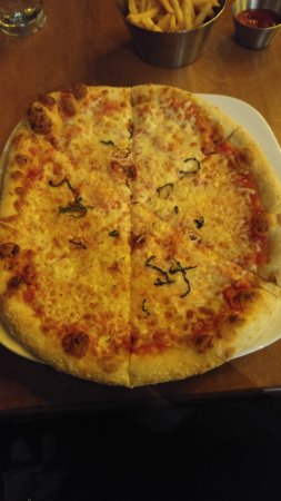 Earls: This was my margherita pizza. You can count the slivers of basil.