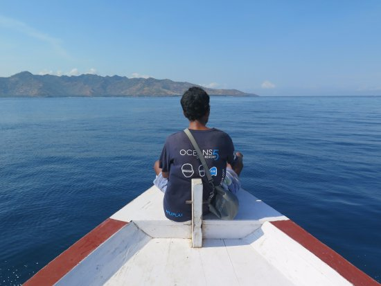Gili Air, Indonésia: Heading out for the morning dive with Lombok on the horizon